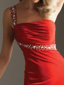 Что значит красный цвет в одежде, imagoala.com